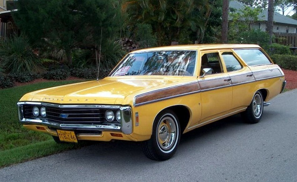 1969 Chevrolet Kingswood Estate Wagon http://www.pic2fly.com/1969-Kingswood.html