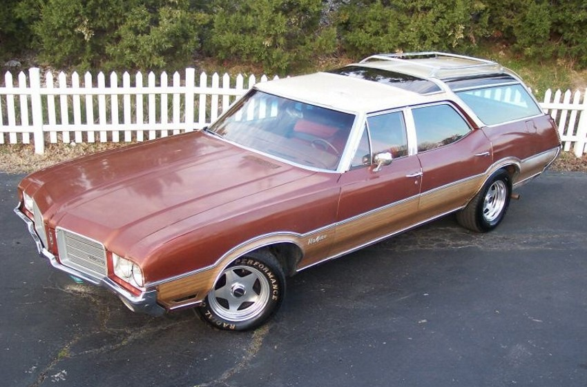 1971-Oldsmobile-Vista-Cruiser-Wagon.jpg